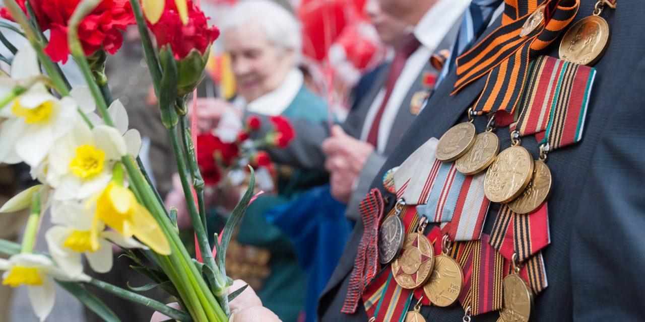Более 15 тыс. участников движения «Волонтеры Победы» привели в порядок памятники к 9 мая в Москве