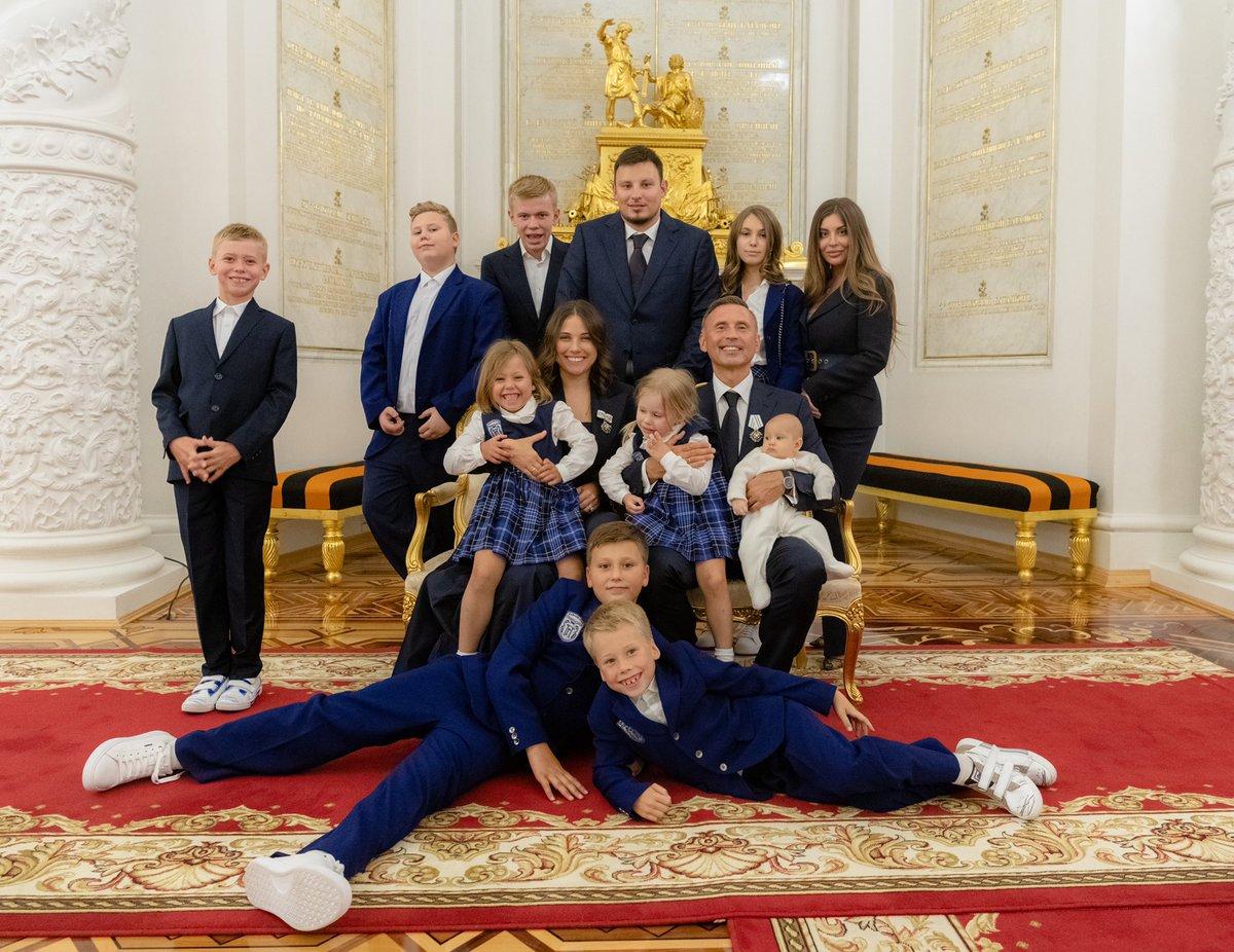 Мэр Москвы вручил ордена и медали ордена «Родительская слава» многодетным семьям Москвы
