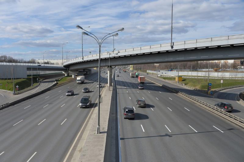 Семь транспортных развязок на МКАД реконструируют до 2021 года