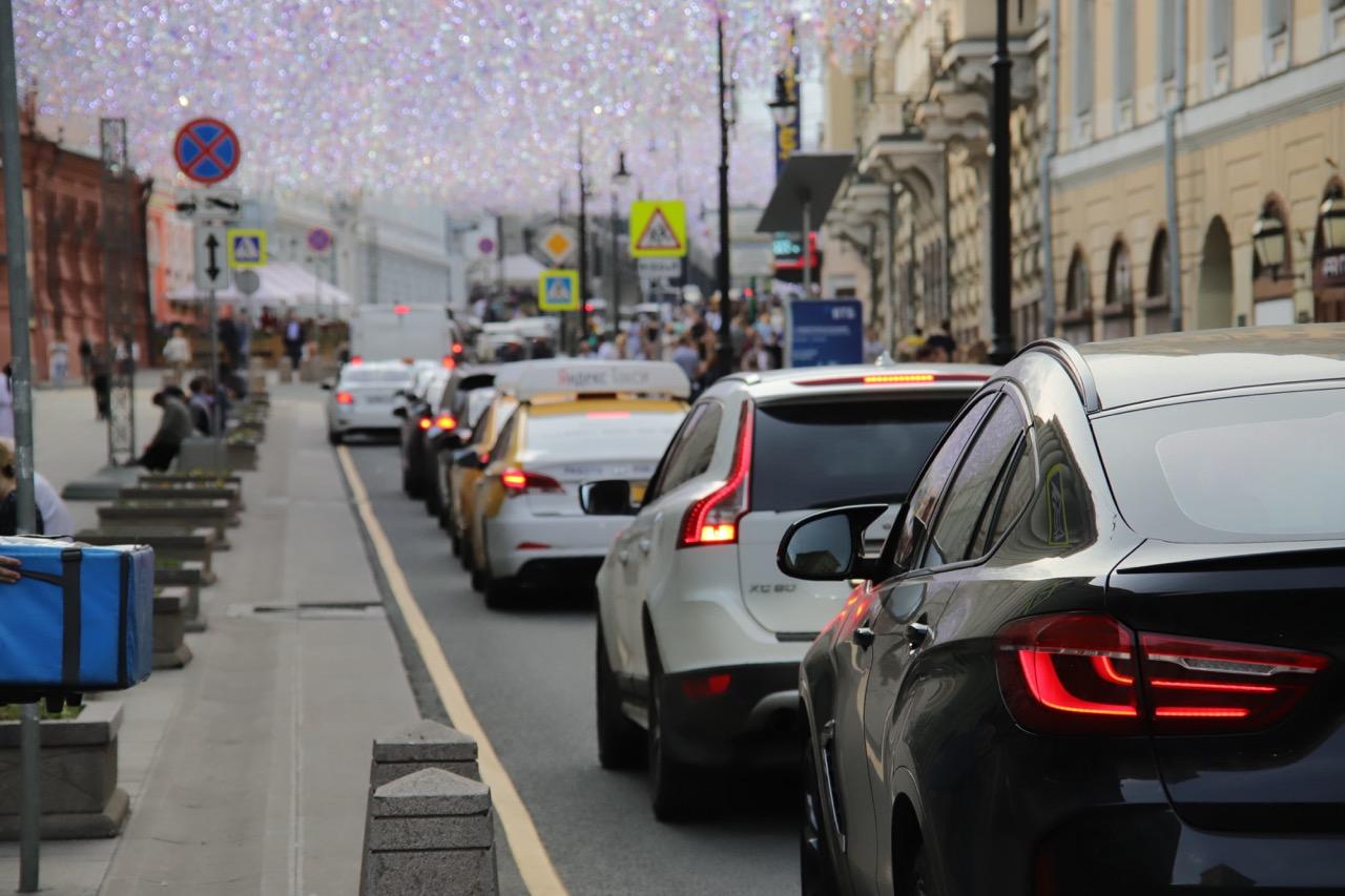 ЦОДД призвал водителей быть более внимательными на дорогах из-за жары