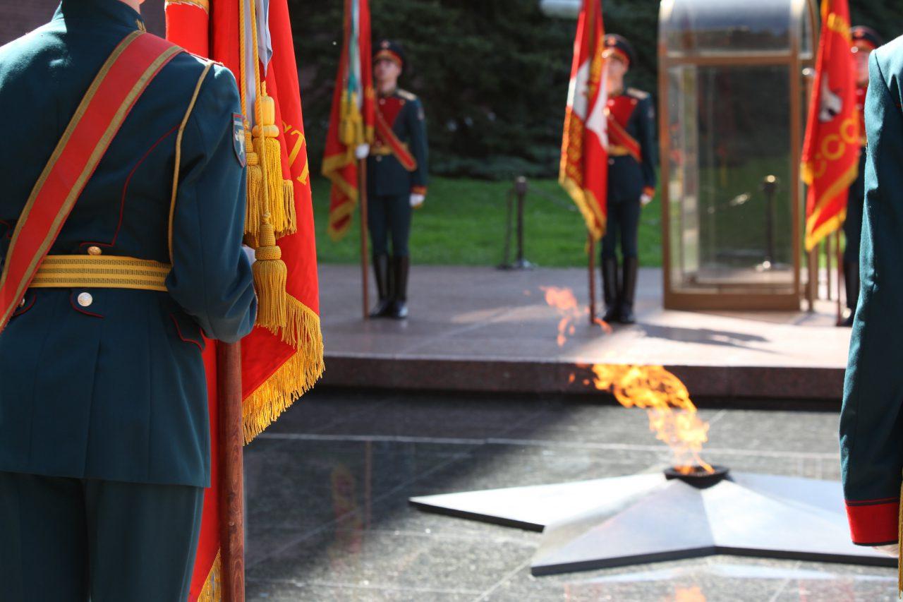 Cергей Собянин возложил цветы к могиле неизвестного солдата в канун 74-ой годовщины ВОВ