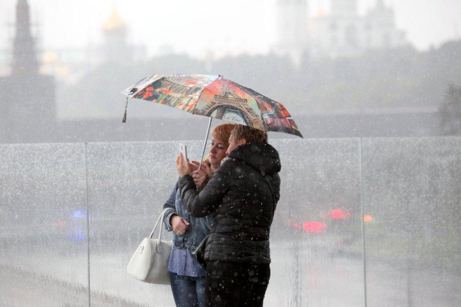 В течение дня в Москве ожидается гроза и ветер