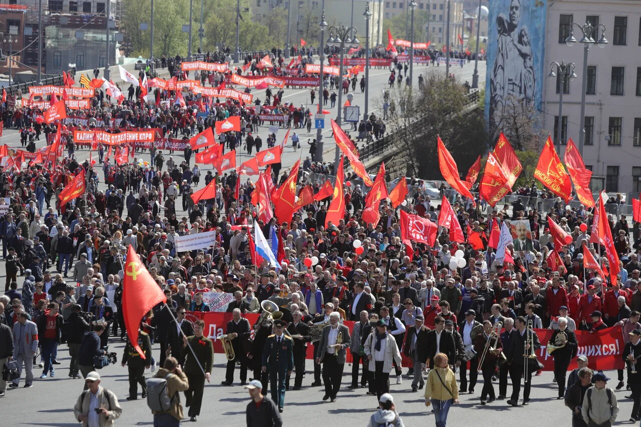 Праздничное шествие КПРФ прошло в центре столицы
