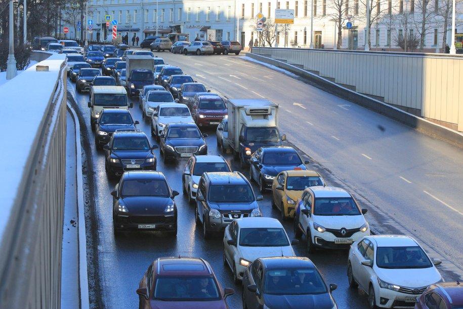 ЦОДД рекомендует отказаться от поездок на автомобиле в центр Москвы из-за осложненного движения