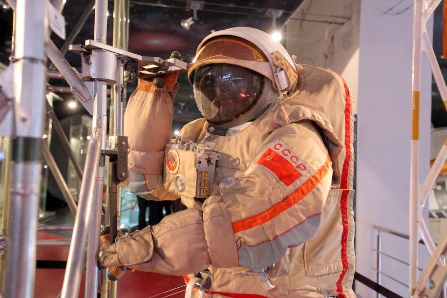 Сергей Собянин поздравил летчика-космонавта Алексея Леонова с 85-летием