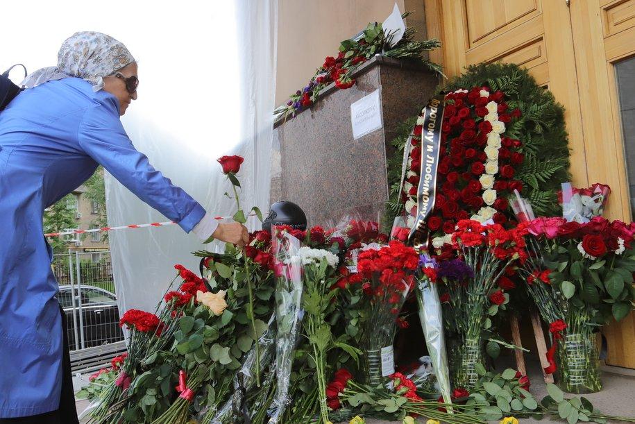 Журналиста Сергея Доренко проводили аплодисментами в последний путь