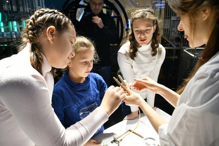 В столичной школе № 1637 пройдет первый интерактивный урок с участием голографического трансформера Вольта