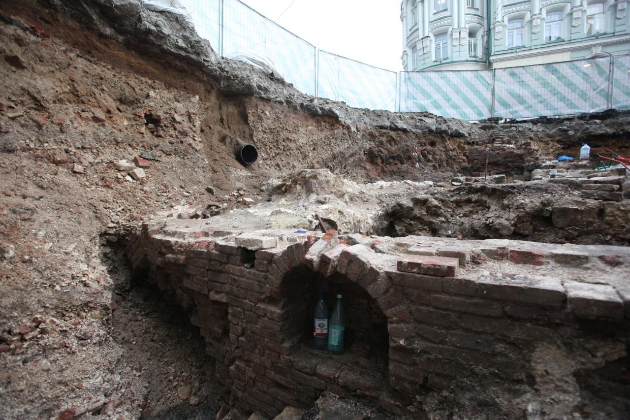 Археологи нашли на Долгоруковской улице револьвер XIX века