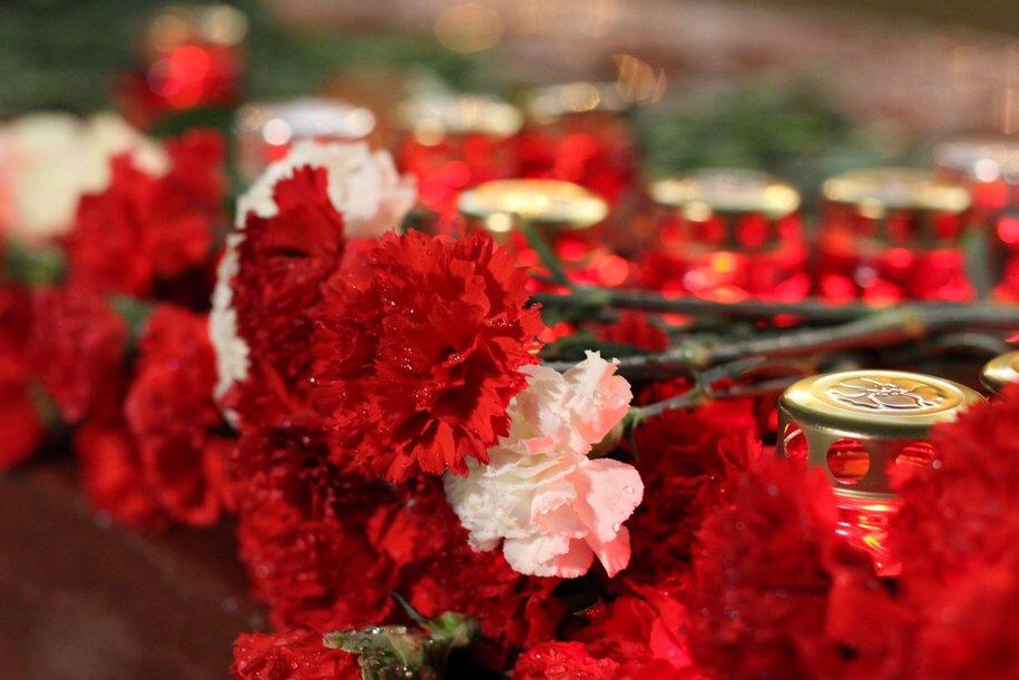Жители столицы приняли участие в торжественной церемонии возложения венков и цветов к Могиле Неизвестного Солдата