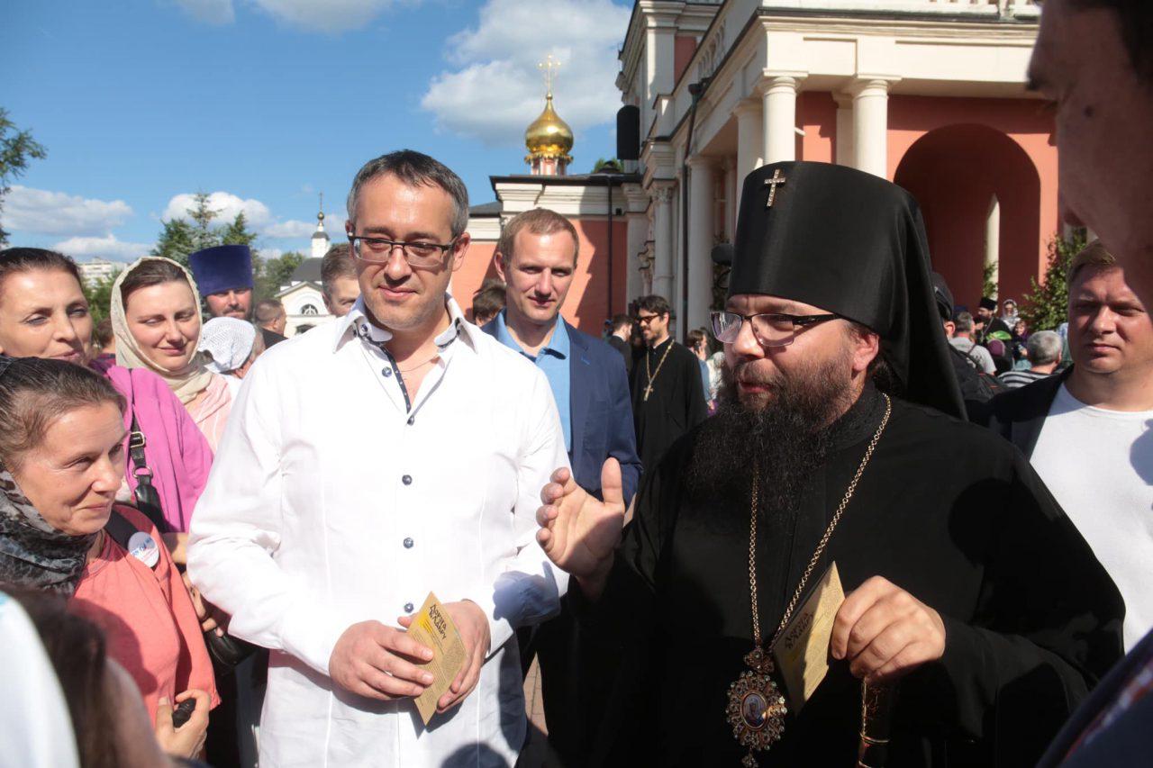 Алексей Шапошников поздравил москвичей с праздником Троицы