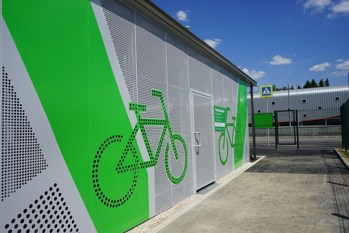 У станции метро «Филатов луг» открылась крытая велопарковка