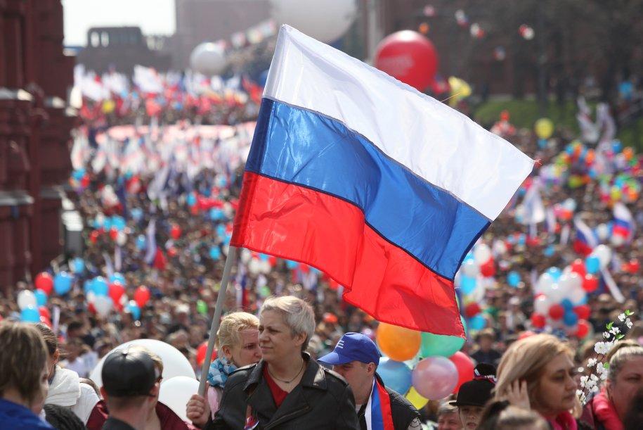 Москву ко Дню России украсили 650 праздничных плакатов