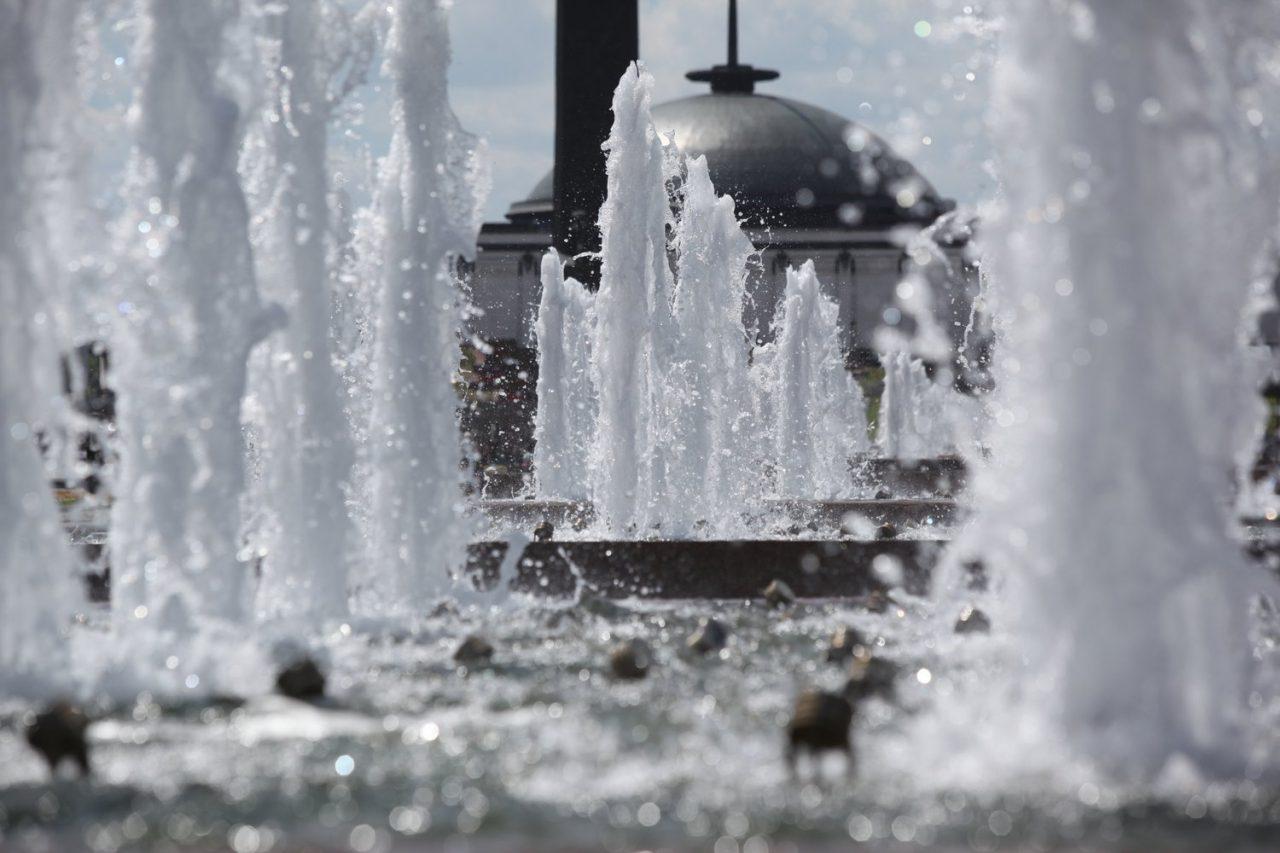 Пассажирам метро и МЦК начали бесплатно раздавать воду