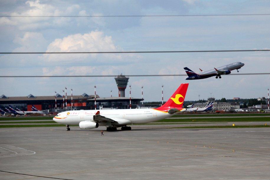 Самолет казахстанской авиакомпании Air Astana совершил вынужденную посадку в Москве