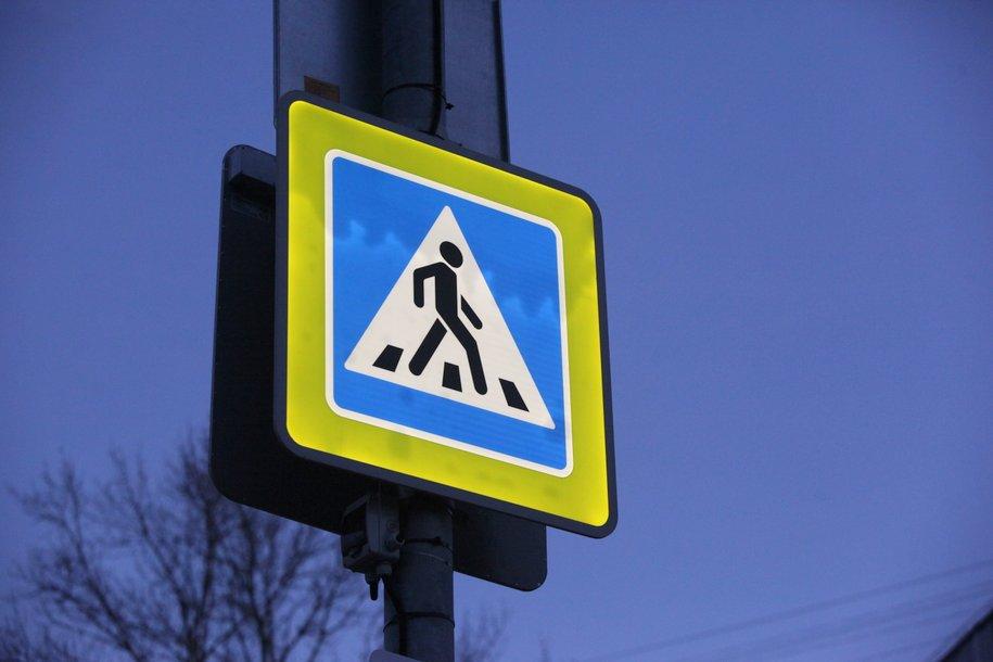 На нерегулируемых пешеходных переходах Москвы появится 46 новых предупреждающих надписей