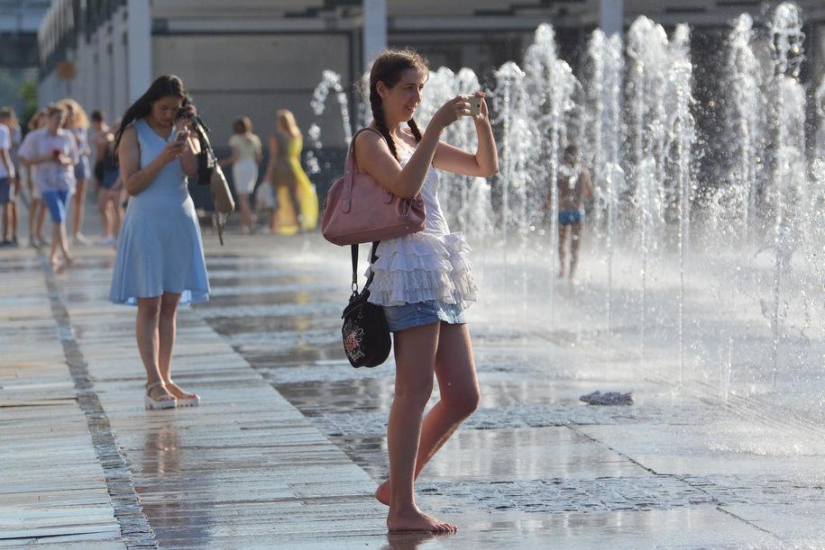 Вся поливомоечная техника столицы выведена на улицы города из-за аномальной жары