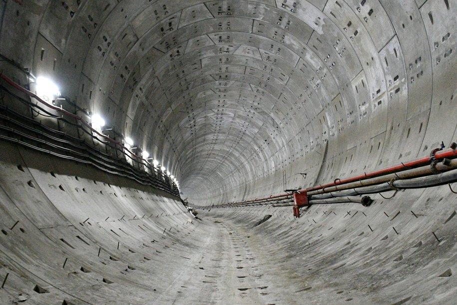 На станции метро Юго-Восточная началась отделка гранитом