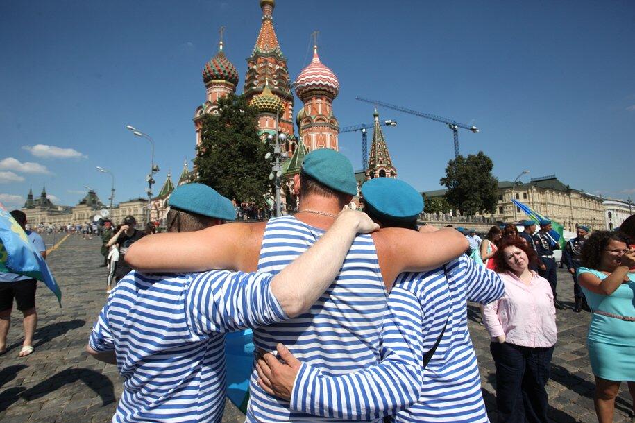 Послушать музыку «Голубых беретов» и отведать гречки с тушенкой смогут гости Парка Горького в День ВДВ