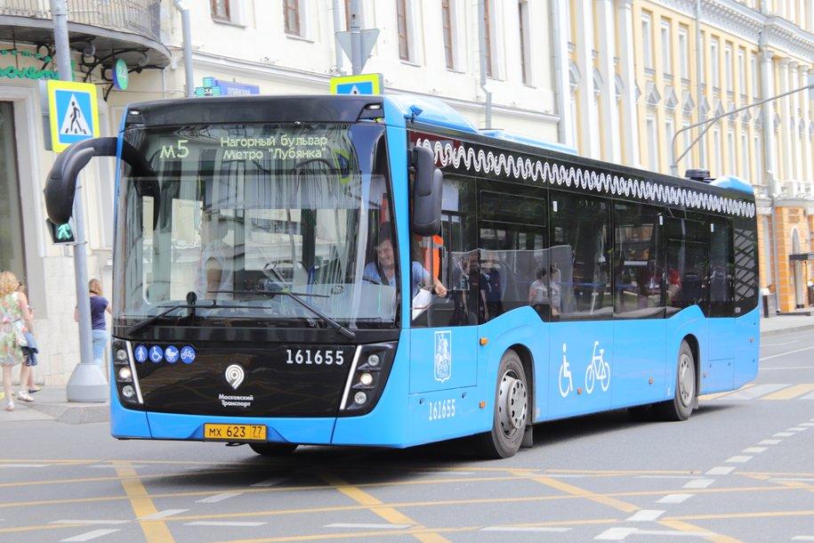 Бесконтактная оплата проезда появилась еще на 30 маршрутах наземного транспорта Москвы