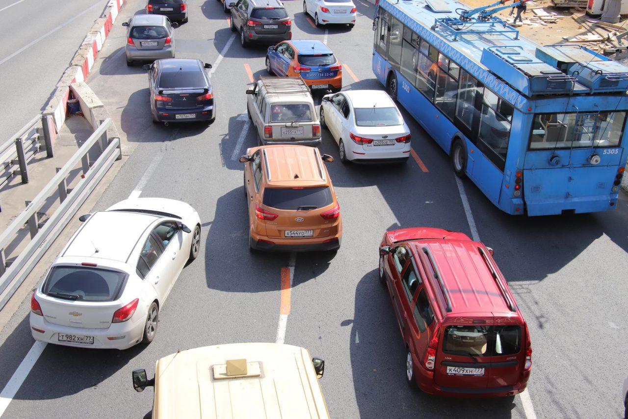 Москвичам рекомендовали пересесть на общественный транспорт
