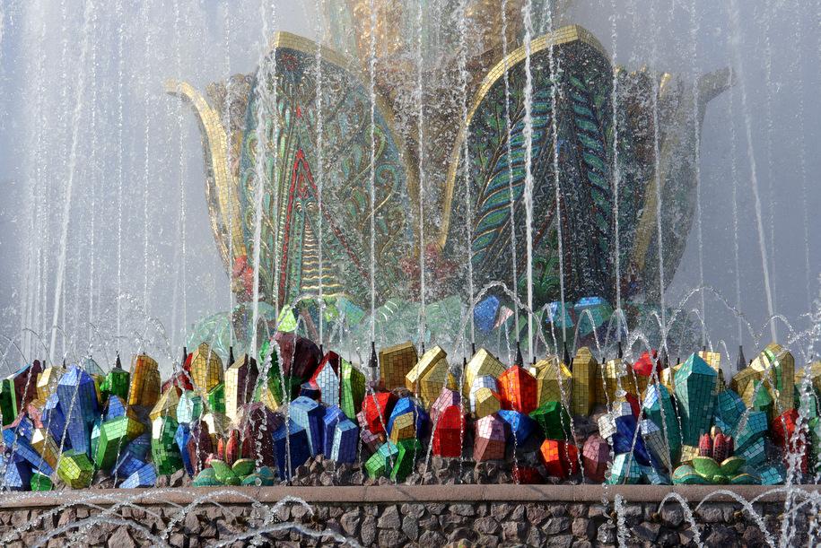 Специалисты Гормоста помоют фонтан «Каменный цветок» на ВДНХ 3 июля