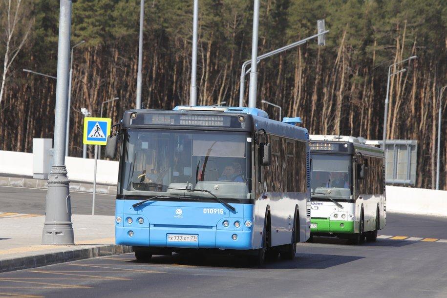ЦОДД рекомендовал отказаться от поездок на автомобиле в районе закрытых станций красной ветки метро