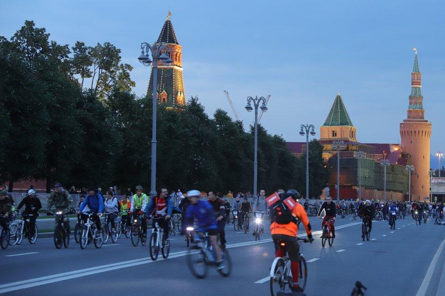 Более 15 тыс. человек стали участниками ночного велофестиваля в Москве