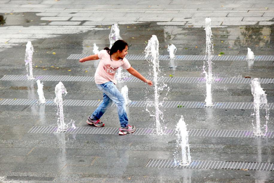В районе Черемушки заработал сухой фонтан