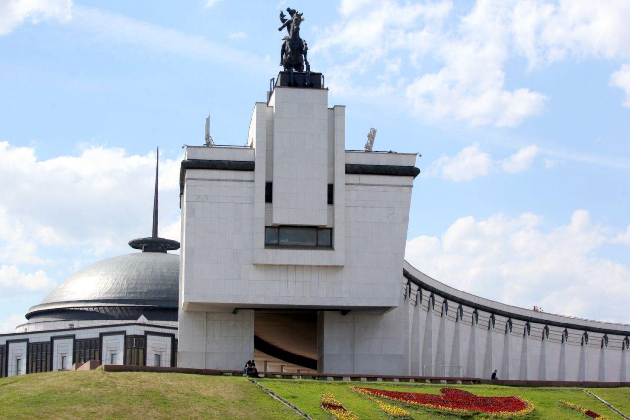 Однофамильцы прославленных адмиралов смогут бесплатно посетить площадку боевой техники Музея Победы