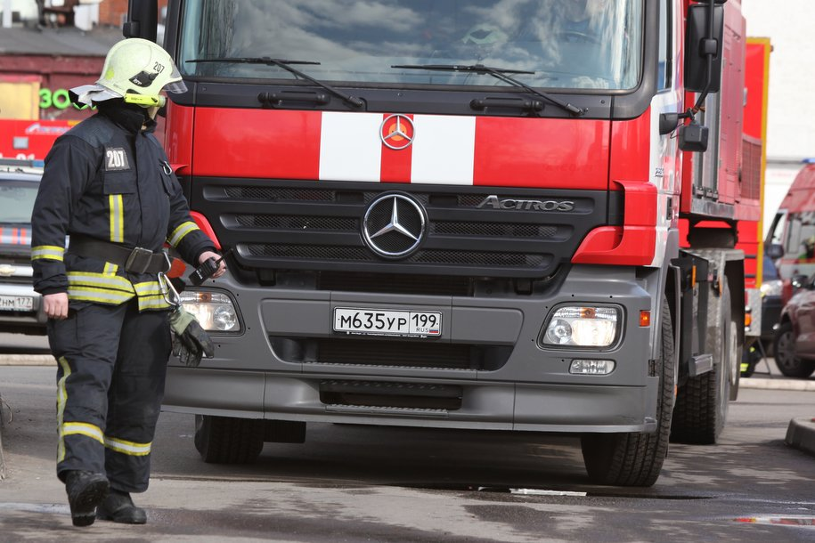 Сотрудники МЧС ликвидировали возгорание на участке газопровода в Мытищах