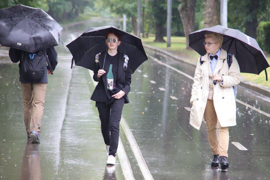 Москвичей снова ждут ливневые дожди и грозы