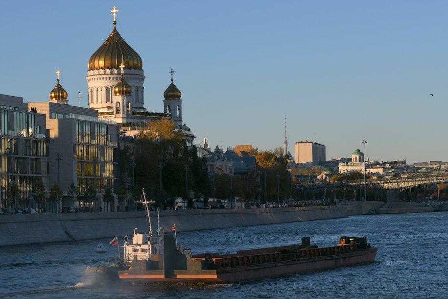 На Болотной и Берсеневской набережных появится прогулочная зона