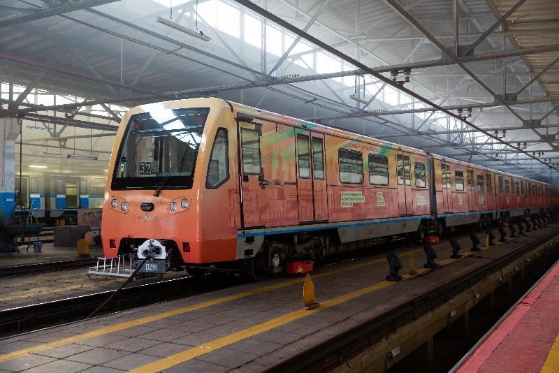 Новый поезд расскажет пассажирам метро о разных отраслях столичного производства