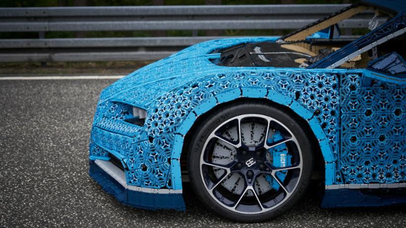 Bugatti Chiron из деталей LEGO выставят в парке Горького