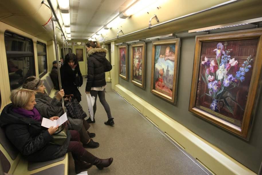 В среднем 3 млн человек видят именные составы московского метро за полгода — Собянин