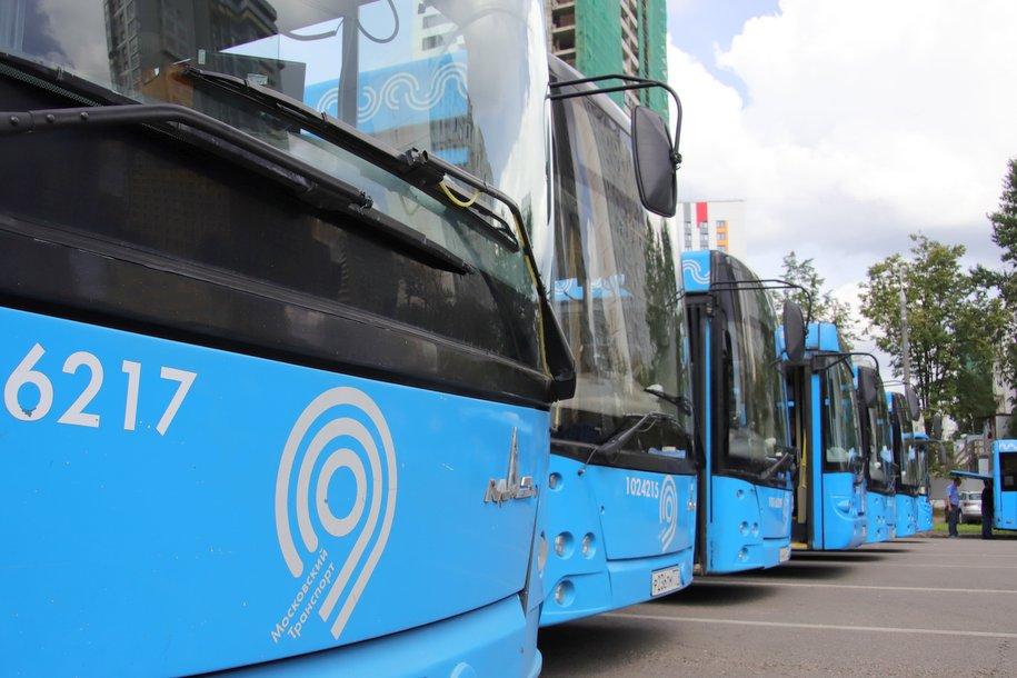 Более 50 автобусов будут перевозить пассажиров в районах закрытых станций Филевской линии 3 и 4 августа