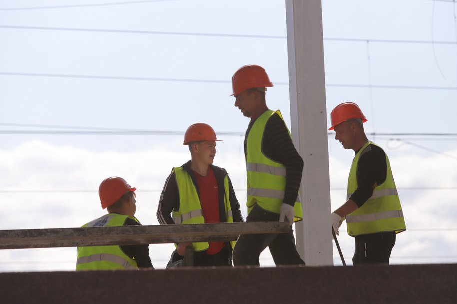 Строительство балочного моста на Северо-Западе Москвы завершится к концу года