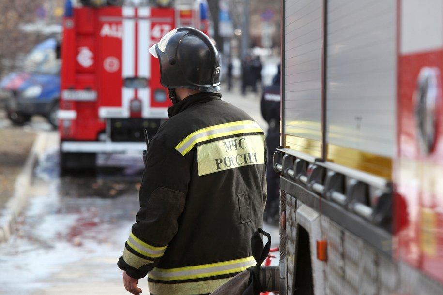 Пожарные ликвидировали открытое горение в здании старой постройки в центре Москвы