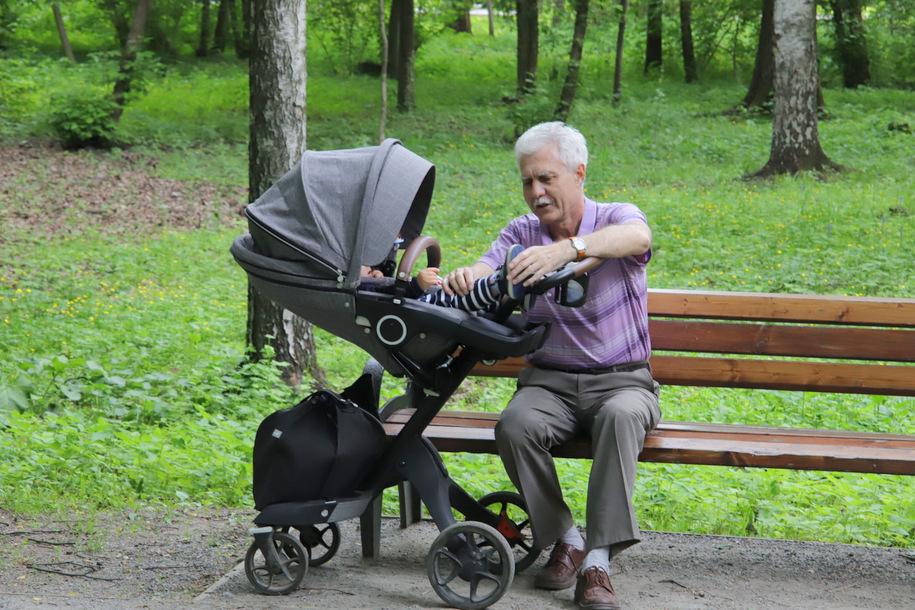 В Москве открыли школу нянь для пенсионеров и предпенсионеров