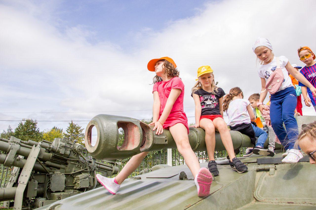 Школьники, студенты и многодетные семьи смогут бесплатно посетить открытую площадку Музея Победы в последнее воскресенье лета