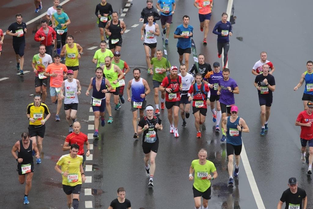 Шесть тысяч человек финишировали в полумарафоне «Лужники»