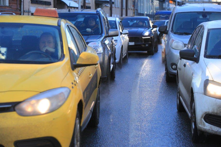 Почти 900 тыс. пассажиров ежедневно перевозит московское такси