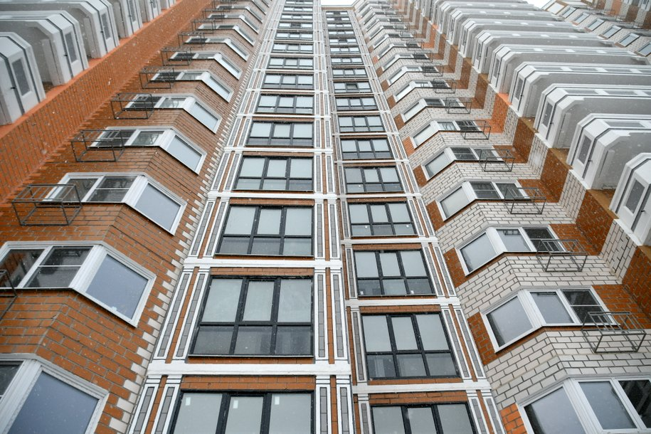 Более 1,8 тыс. лифтов планируется заменить в домах Москвы до конца года