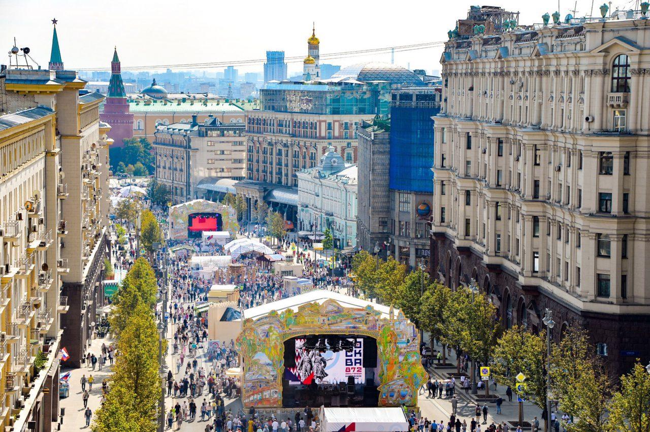 На Тверской проведут более 80 праздничных мероприятий