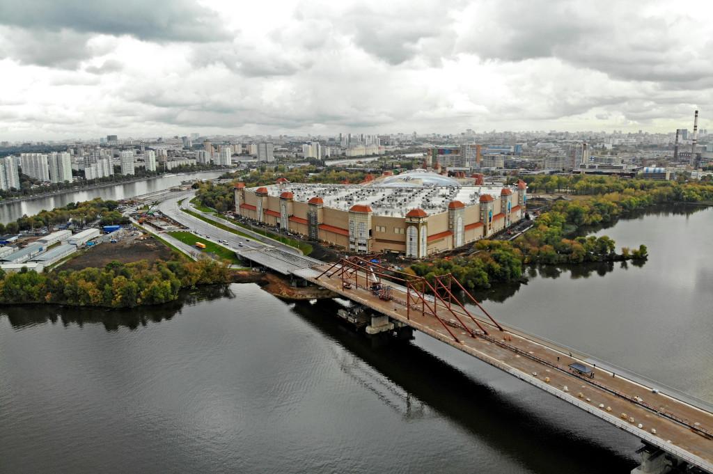 Строительство моста через Кожуховский затон завершится к концу года