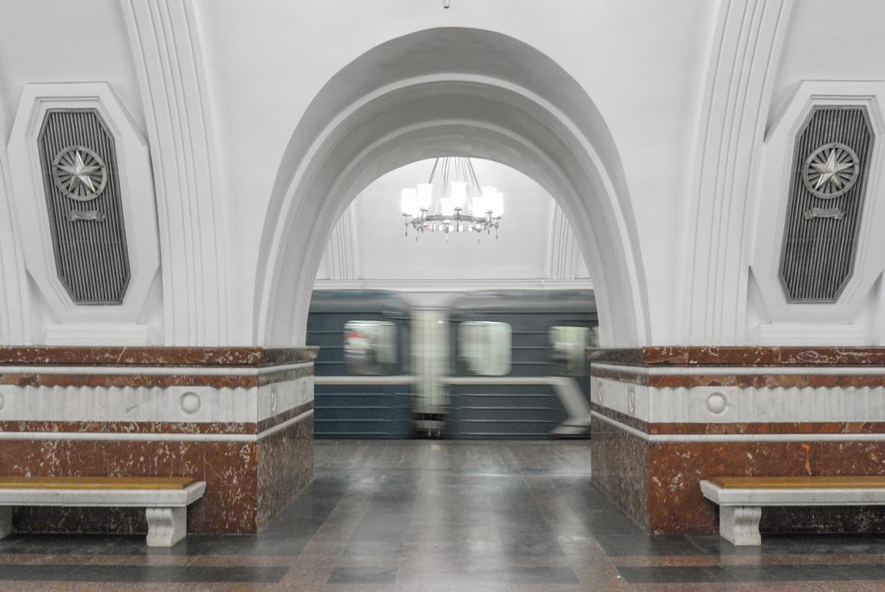 Работа некоторых станций метро временно изменена