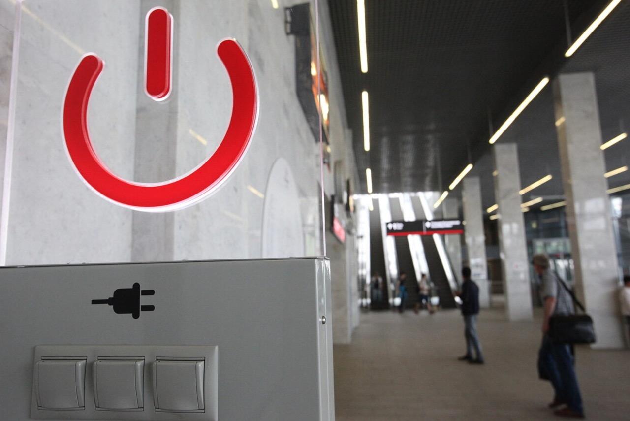 В терминалах «Аэроэкспресса» можно взять в аренду Power Bank