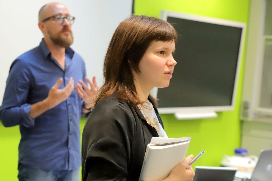 В столице открыли воскресную школу для слышащих и глухих детей