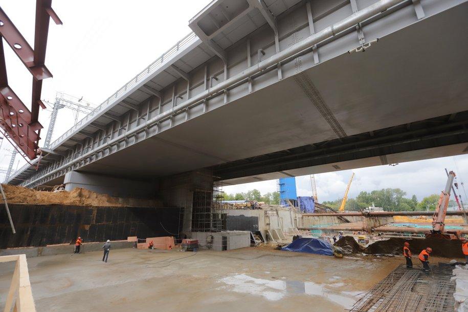 До конца года на северо-западе Москвы завершится строительство балочного моста