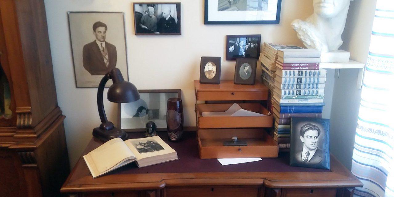 Для посетителей открыли квартиру семьи Маяковских